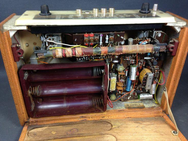 radio-vintage-shneider-troubadour-intérieur